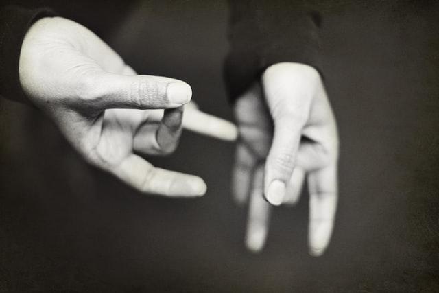 Een thuisstudie gebarentaal volgen